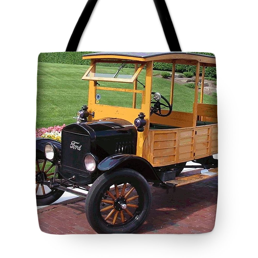 Antique Car Tote Bag featuring the photograph Depot Hack 1 by Lin Grosvenor