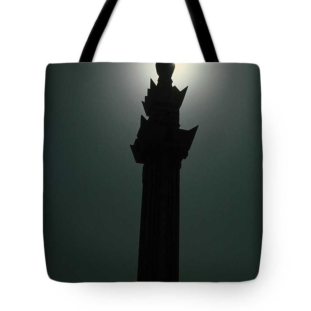 Muslim Tote Bag featuring the photograph Dharhan Minarette by Jerry McElroy