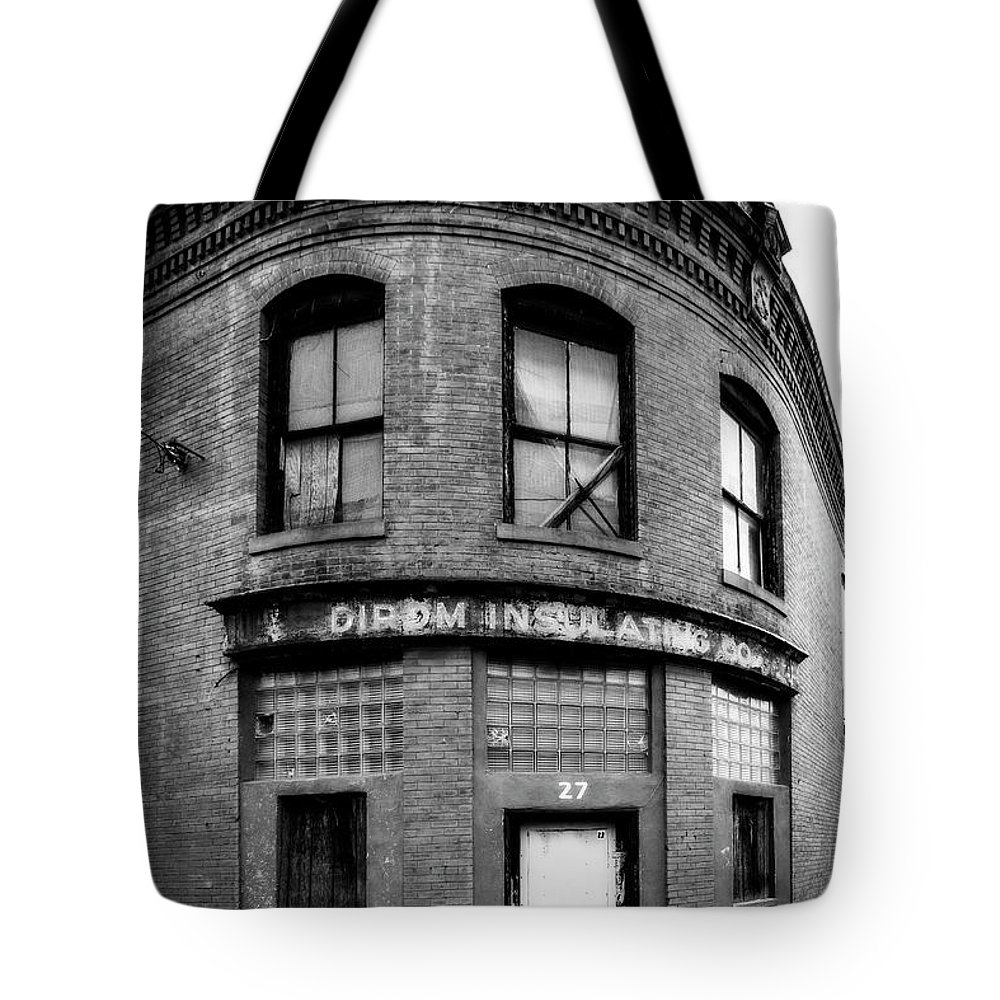 Abandoned Tote Bag featuring the photograph Dirom Insulating Lynchburg by Alan Raasch