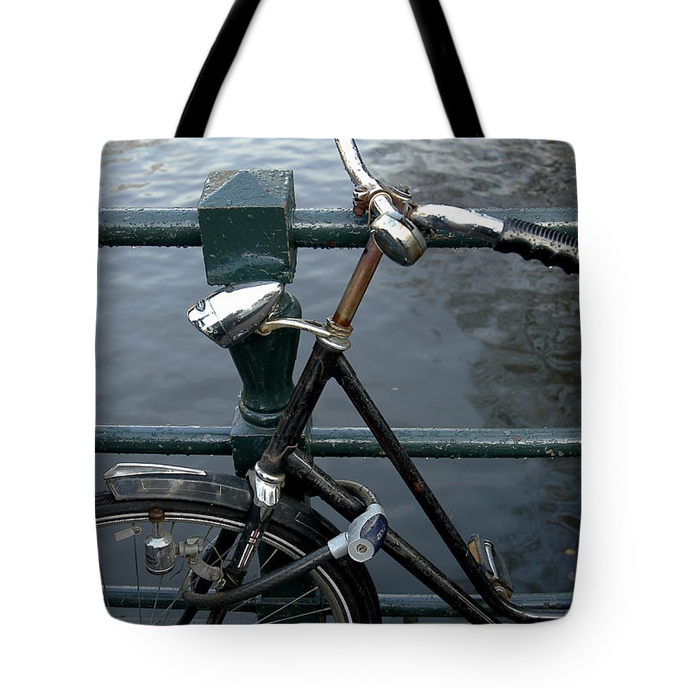 Landscape Amsterdam Red Light District Bicycle Tote Bag featuring the photograph Dnrh1104 by Henry Butz