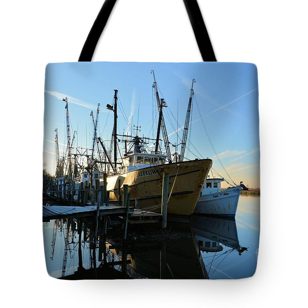 Docks Tote Bag featuring the photograph Docks At Darien by Katherine W Morse