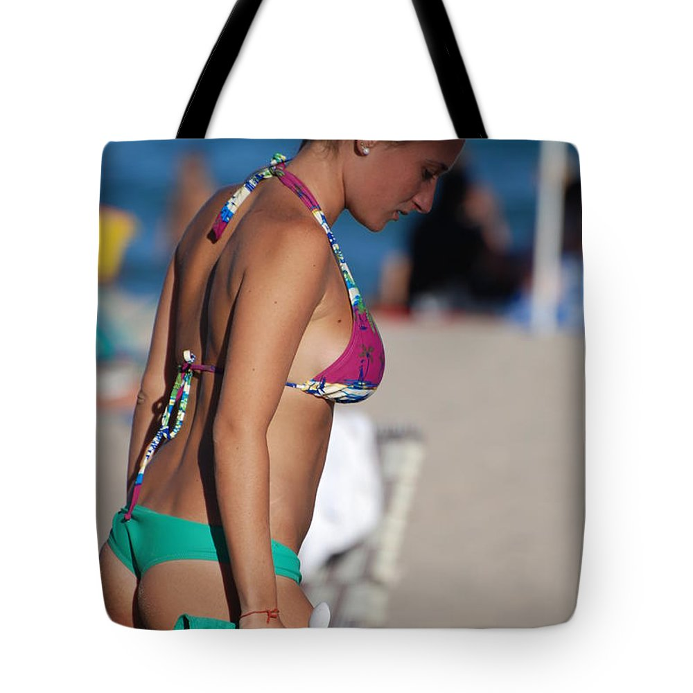 Girl Tote Bag featuring the photograph Domino by Rob Hans