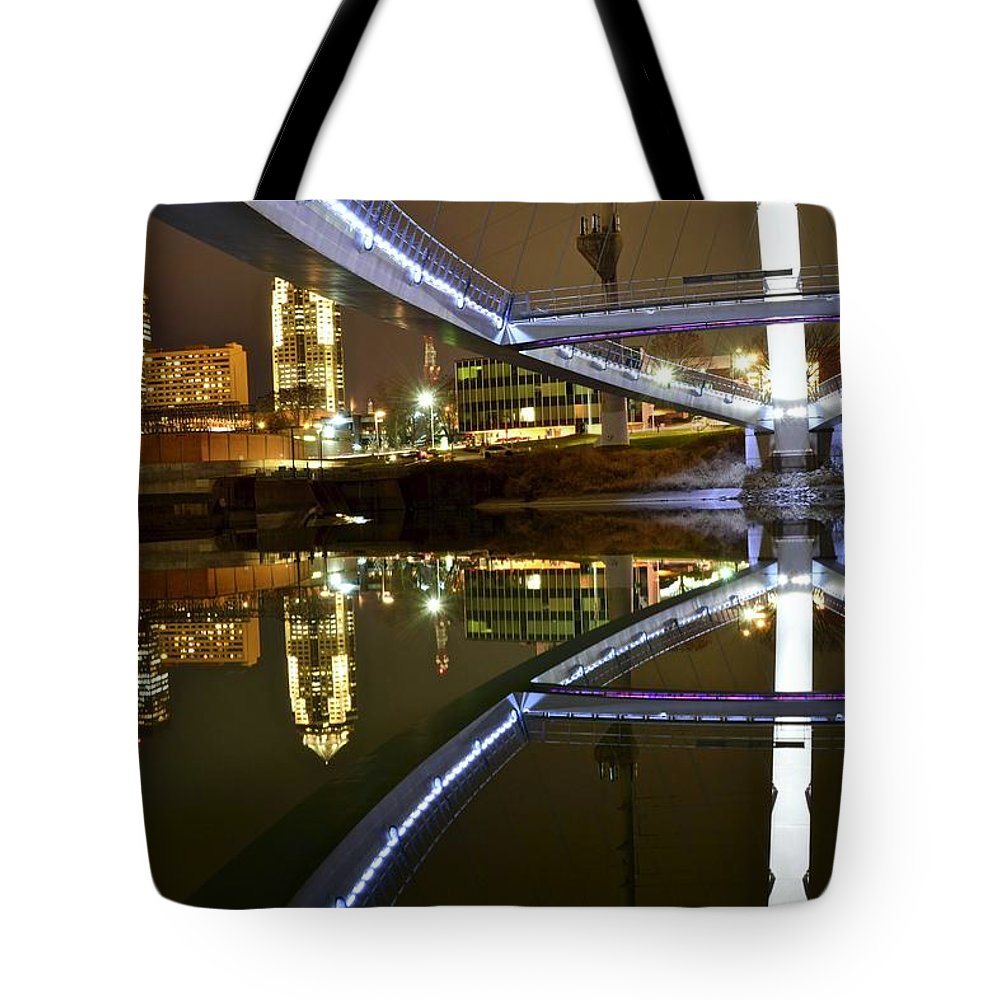 Des Moines Tote Bag featuring the photograph Double Skyline by Justin Langford