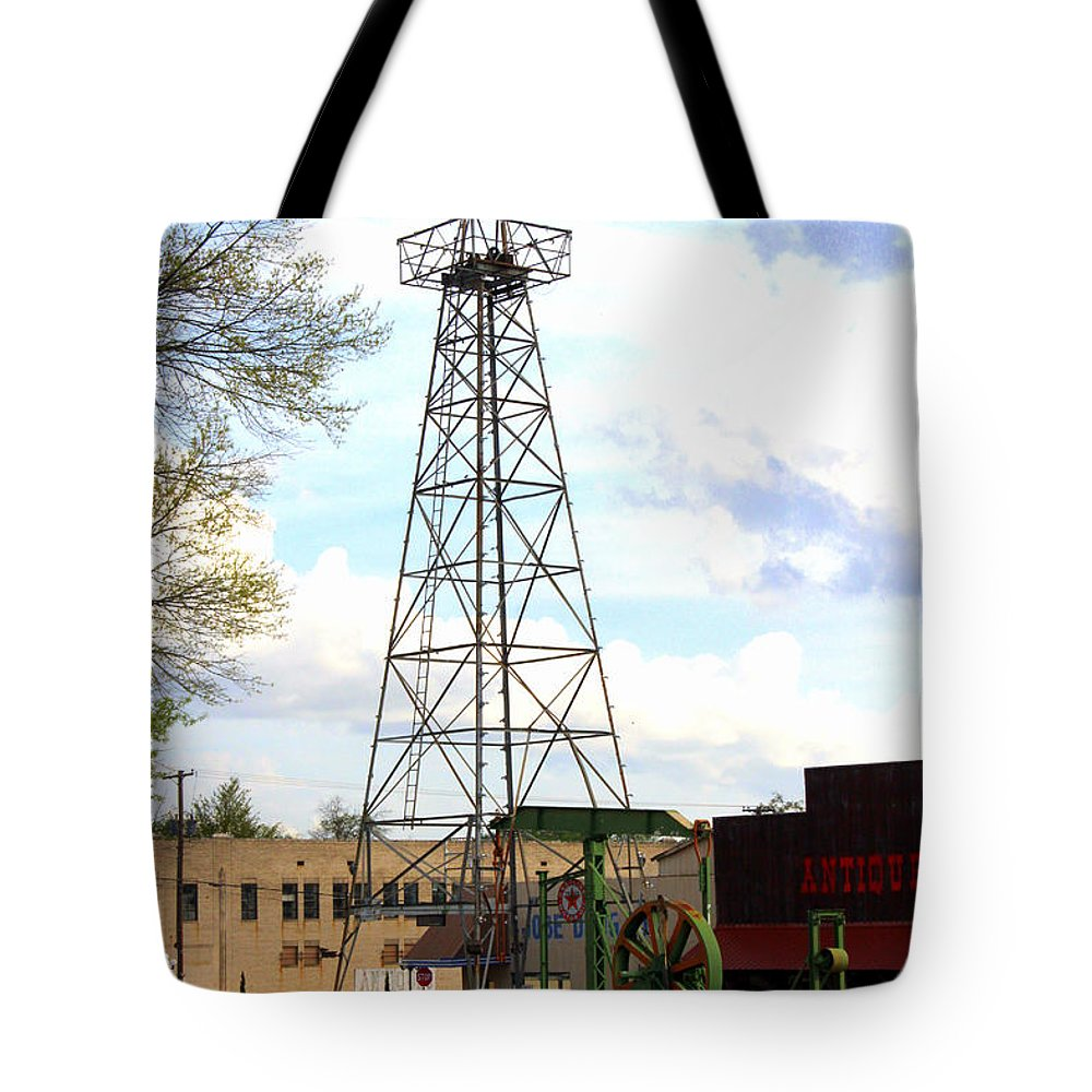 Oil Derrick Tote Bag featuring the photograph Downtown Gladewater Oil Derrick by Kathy White