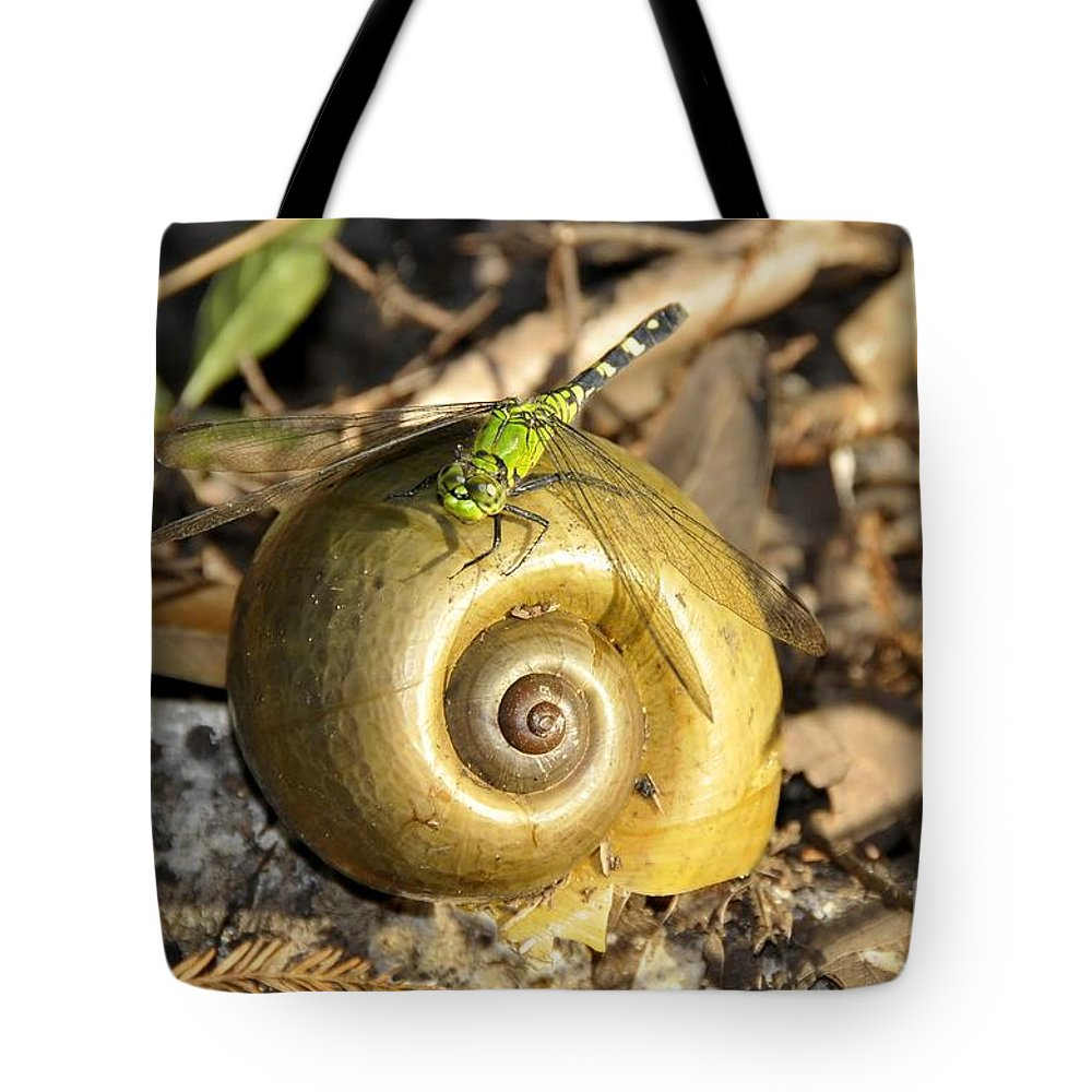 Dragonfly Tote Bag featuring the photograph Dragonfly On Snail by David Lee Thompson