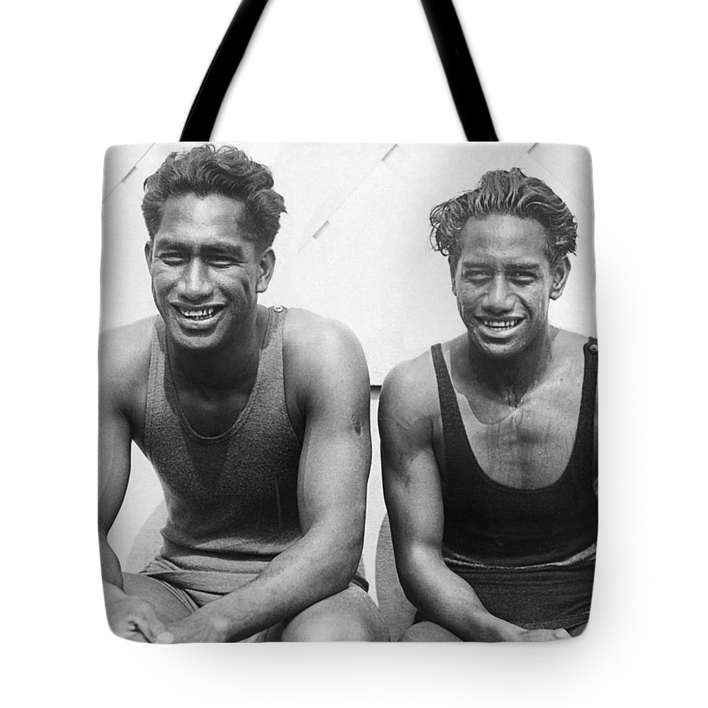 100meter Freestyle Gold Tote Bag featuring the photograph Duke And Sam Kahanamoku by Underwood Archives