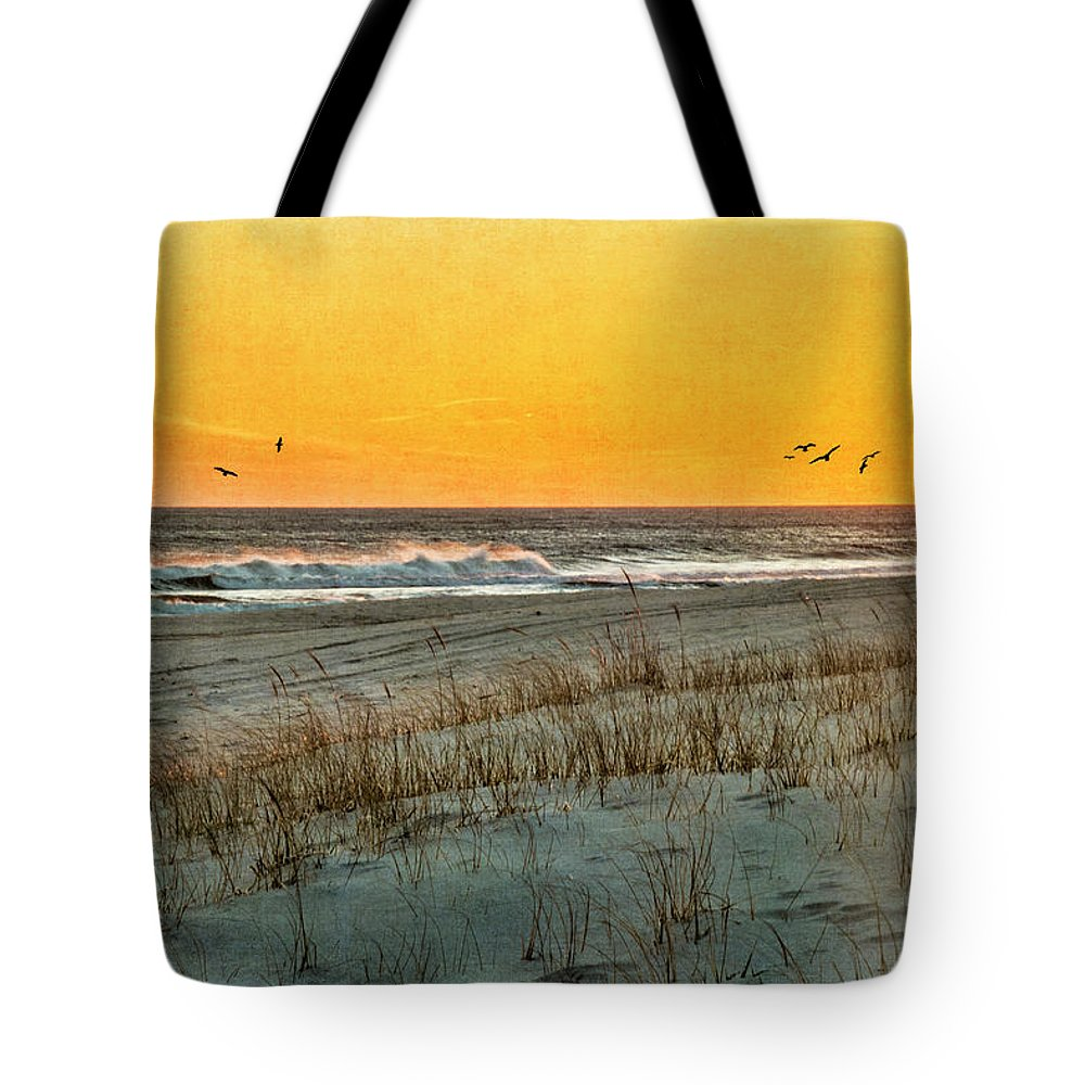 Shore Tote Bag featuring the photograph Dusk At The Shore by Cathy Kovarik