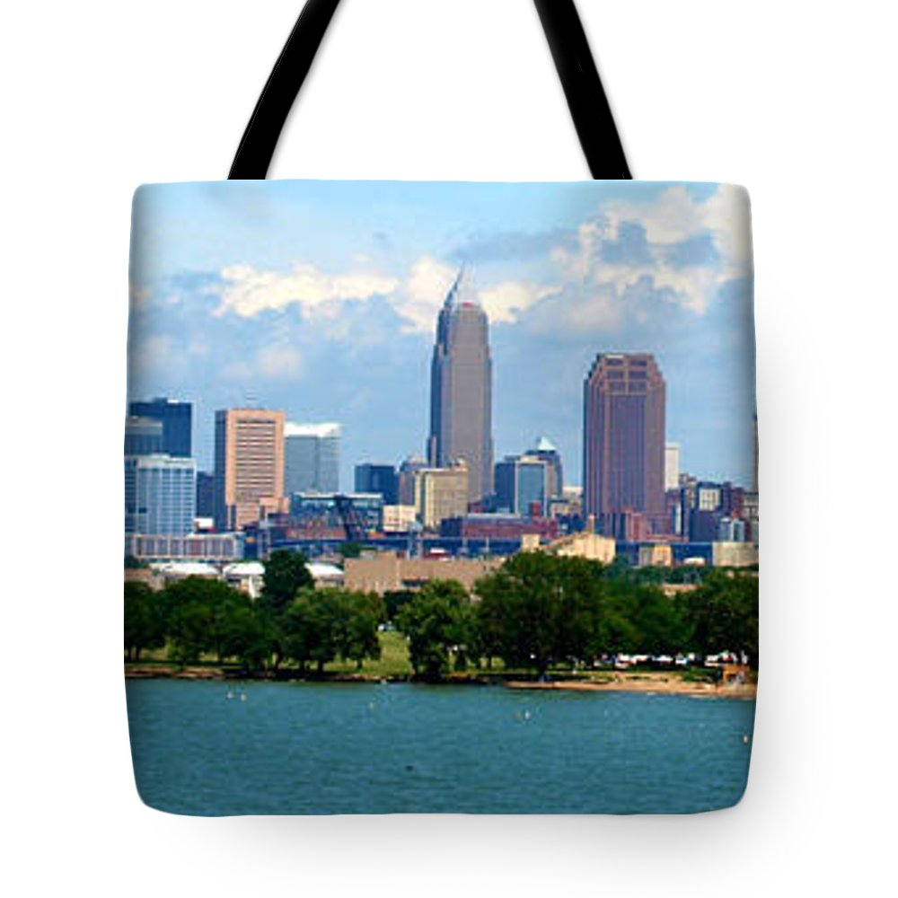 Cleveland Tote Bag featuring the photograph Edgewater Park by Cat McBrien