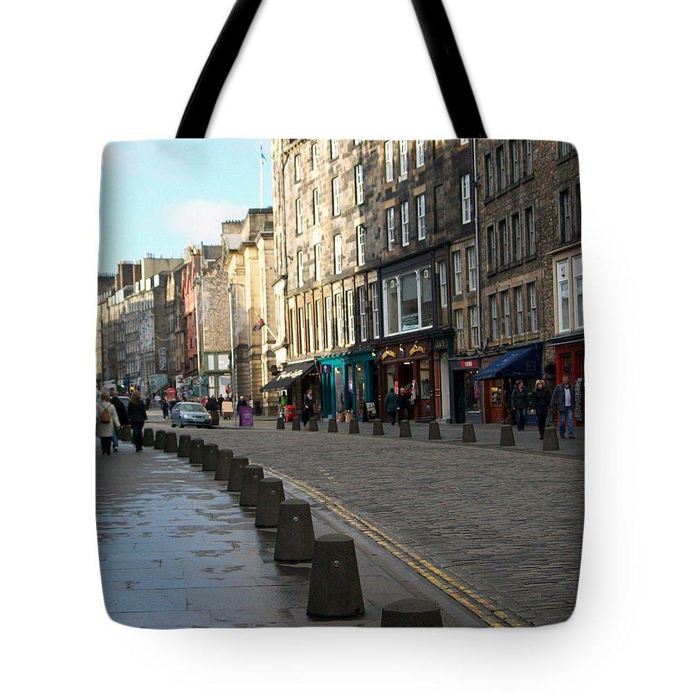 Scotland Tote Bag featuring the photograph Edinburgh Royal Mile Street by Munir Alawi