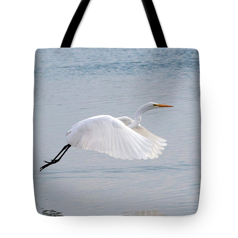 Egret Tote Bag featuring the photograph Egret Taking Off 1 by Catherine Lau
