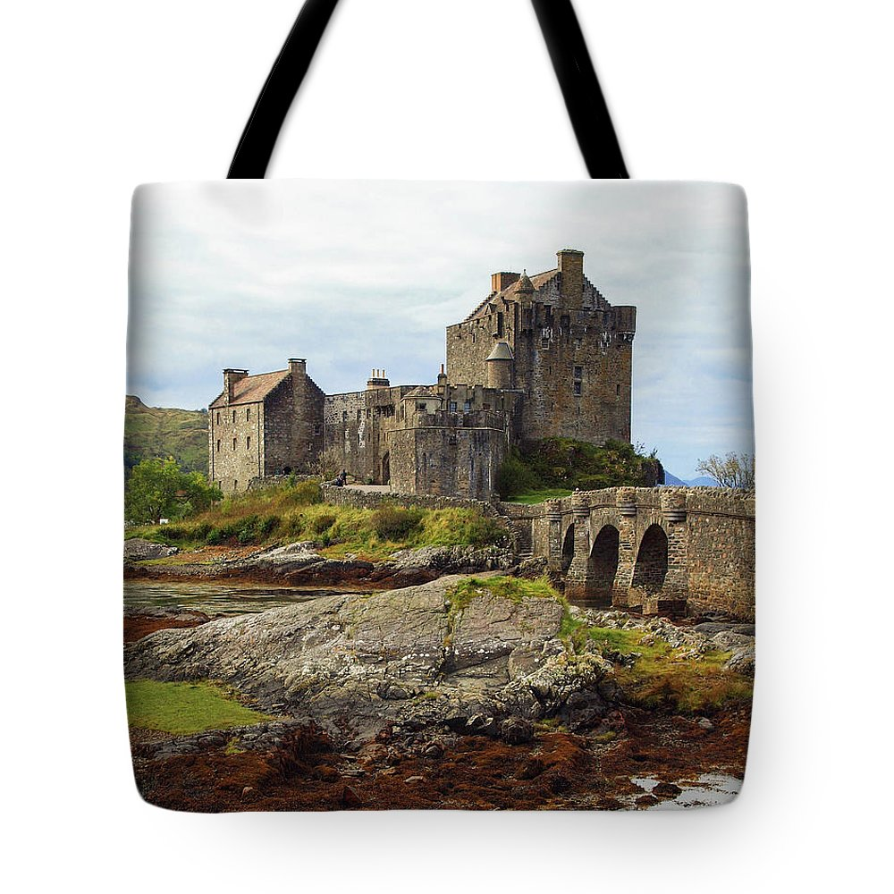 Highlands Tote Bag featuring the photograph Eilean Dolan Castle by Sallye Wilkinson