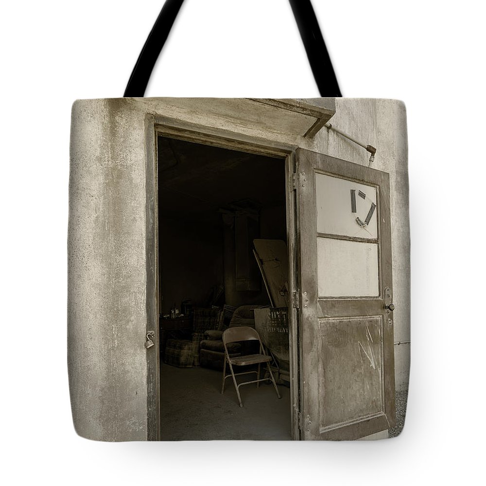 Hebron Nebraska Tote Bag featuring the photograph Elevator Door In Hebron Nebraska by Art Whitton
