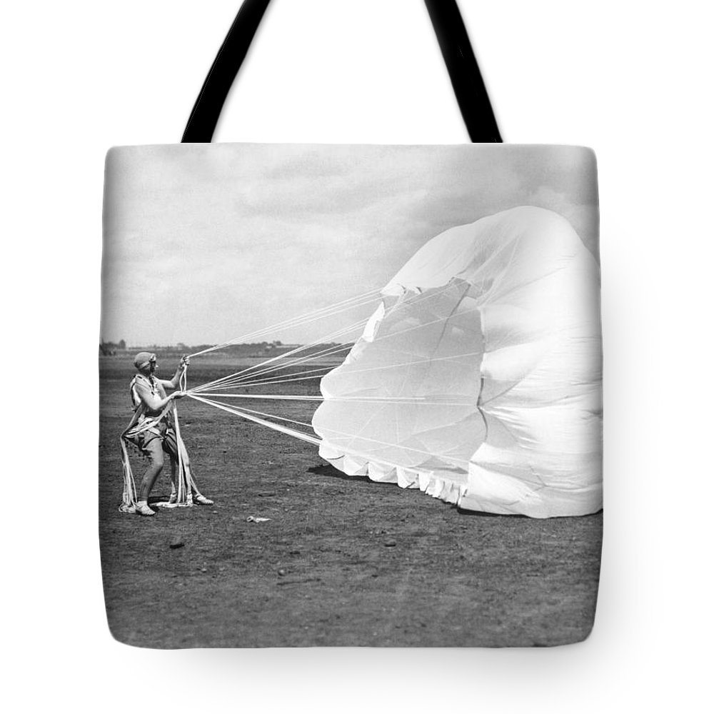 1920s Tote Bag featuring the photograph Elinor Smith Parachutes by Underwood Archives