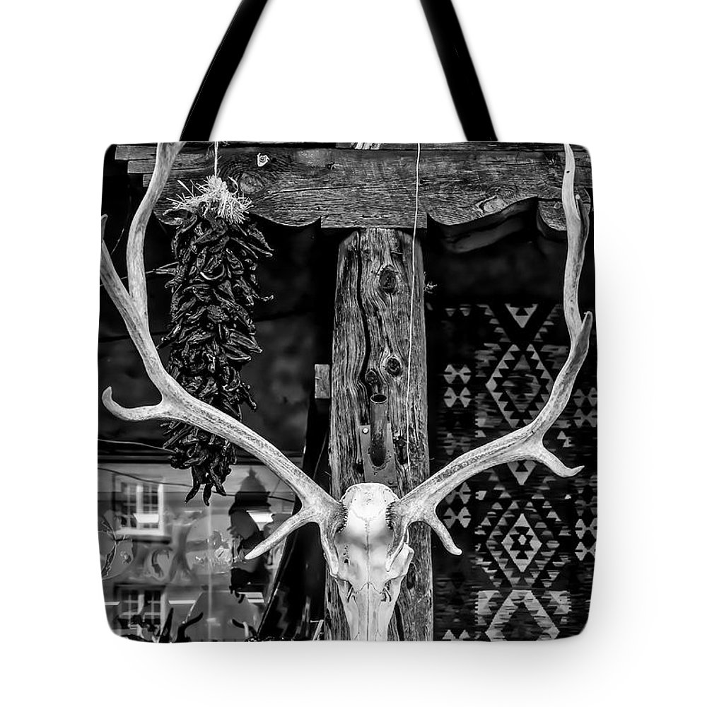 Elk Tote Bag featuring the photograph Elk Skull In Black And White by Garry Gay