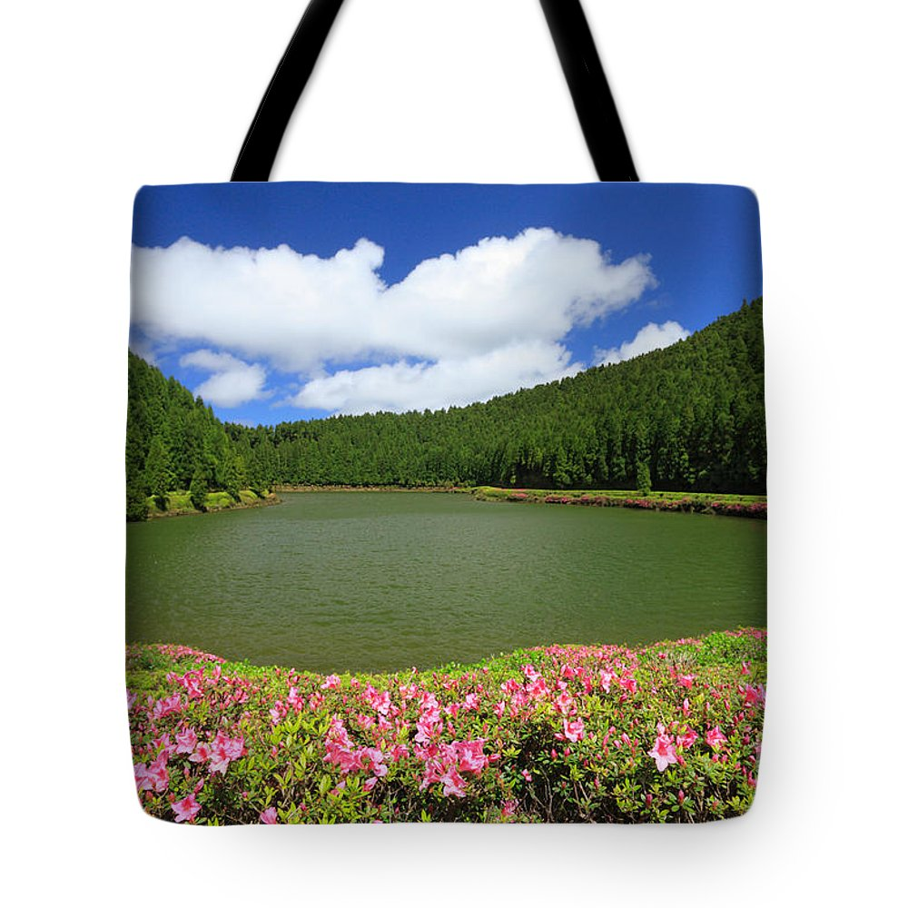 Azoren Tote Bag featuring the photograph Empadadas Lakes by Gaspar Avila