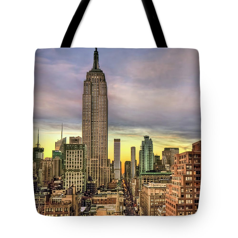 Skyscraper Tote Bag featuring the photograph Empire State Of Mind by Evelina Kremsdorf
