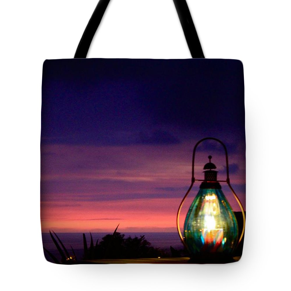 Ending Glow Tote Bag featuring the photograph Ending Glow by Kimberly Reeves