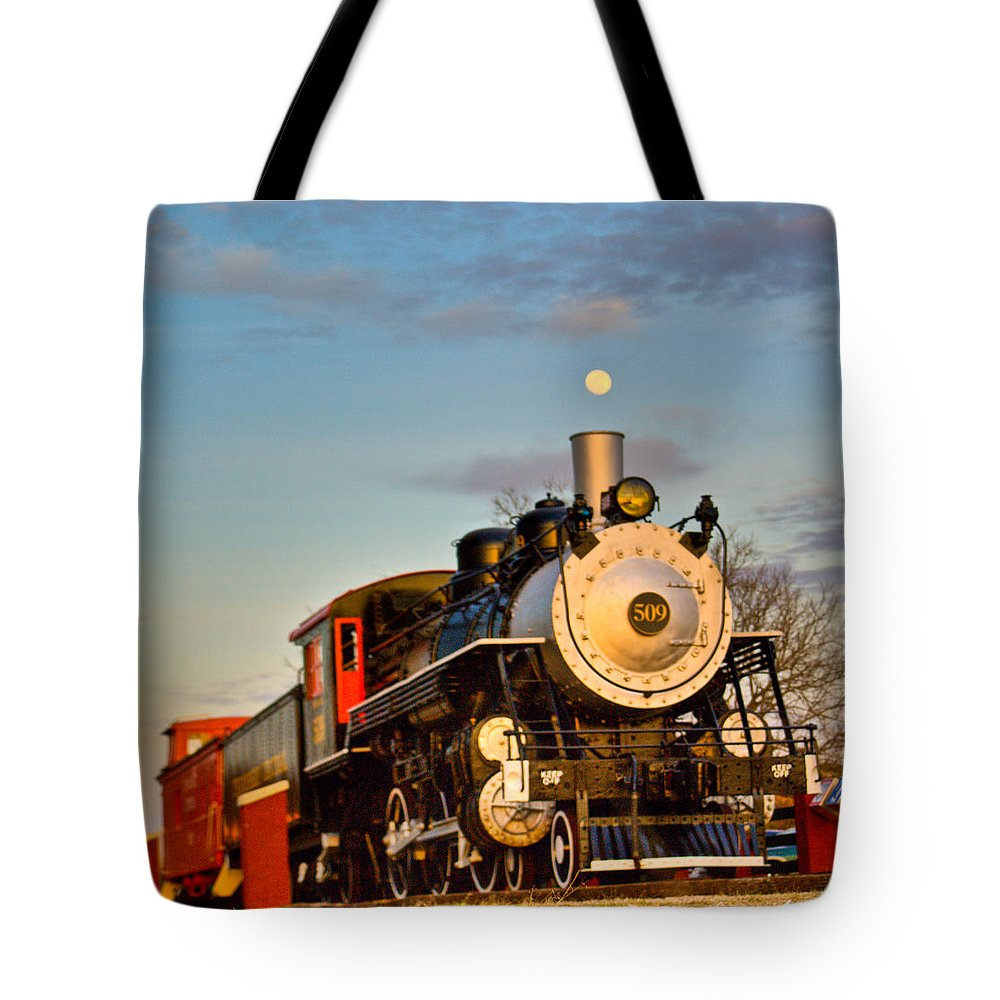 Engine Tote Bag featuring the photograph Engine 509 At Crossville Tennessee Puffing by Douglas Barnett