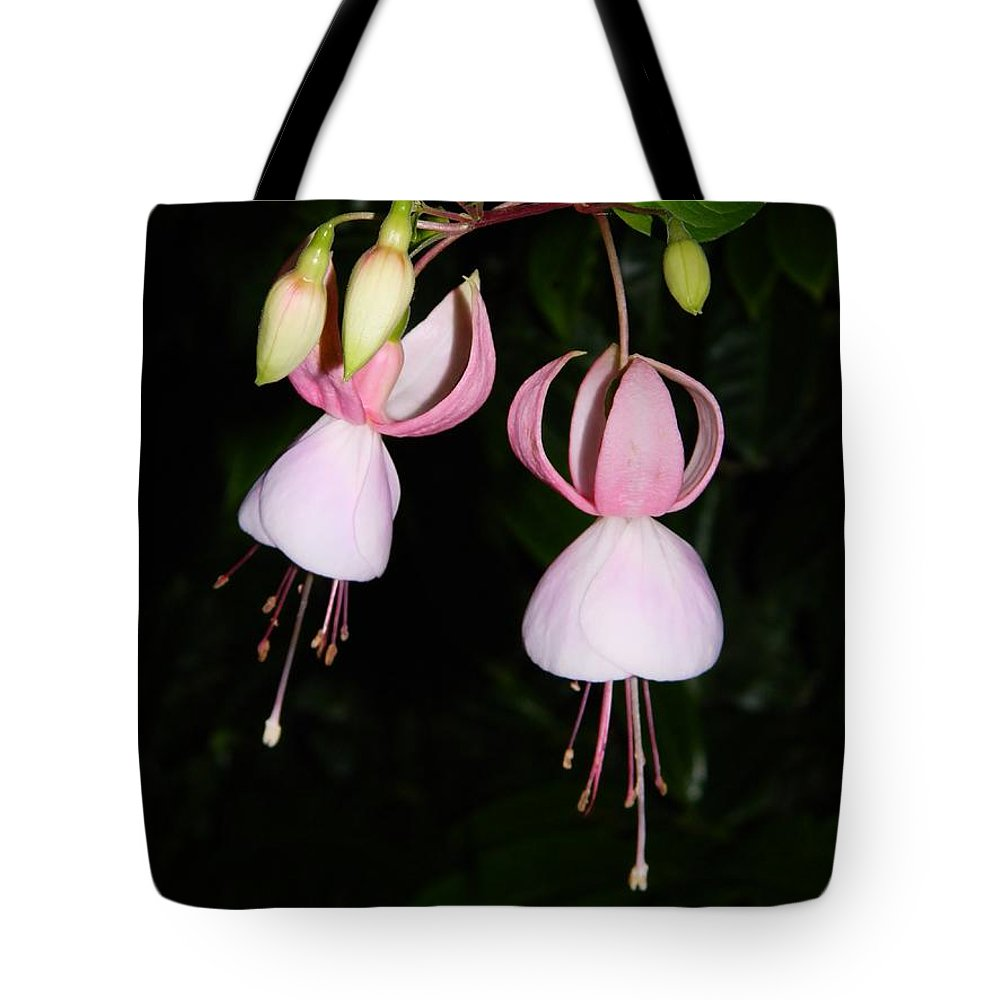 Erythronium Trout Lily Tote Bag featuring the photograph Erythronium Trout Lily by Warren Thompson