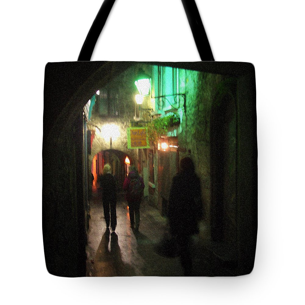 Ireland Tote Bag featuring the photograph Evening Shoppers by Tim Nyberg