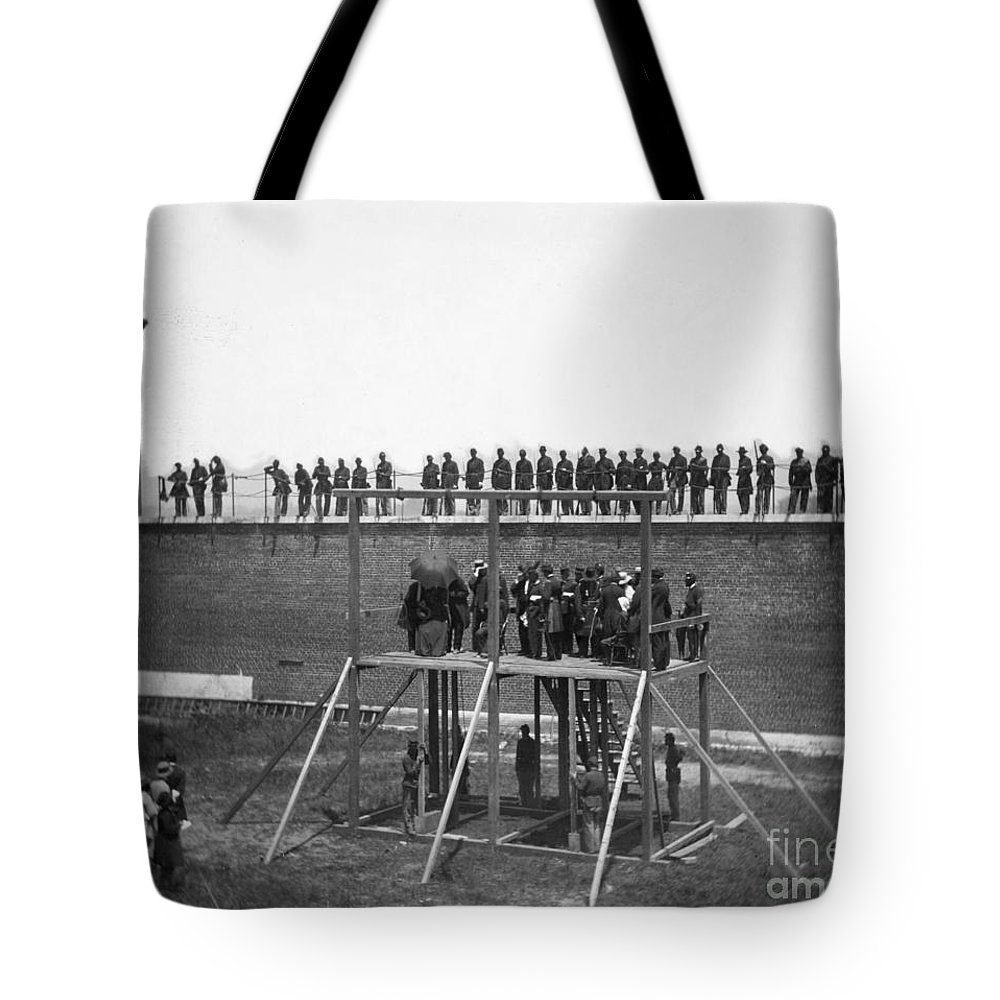 1865 Tote Bag featuring the photograph Execution Of Conspirators by Granger