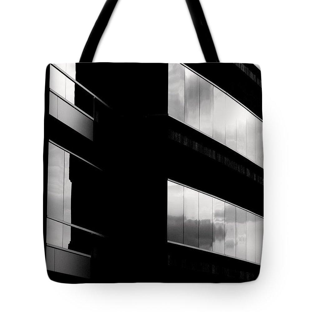 Exquisite Edificio Tote Bag featuring the photograph Exquisite Edificio by Ed Smith