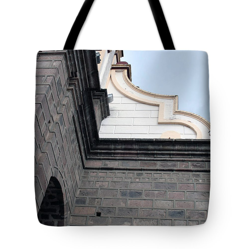 Architecture Tote Bag featuring the photograph Facade Of La Matriz Church by Robert Hamm