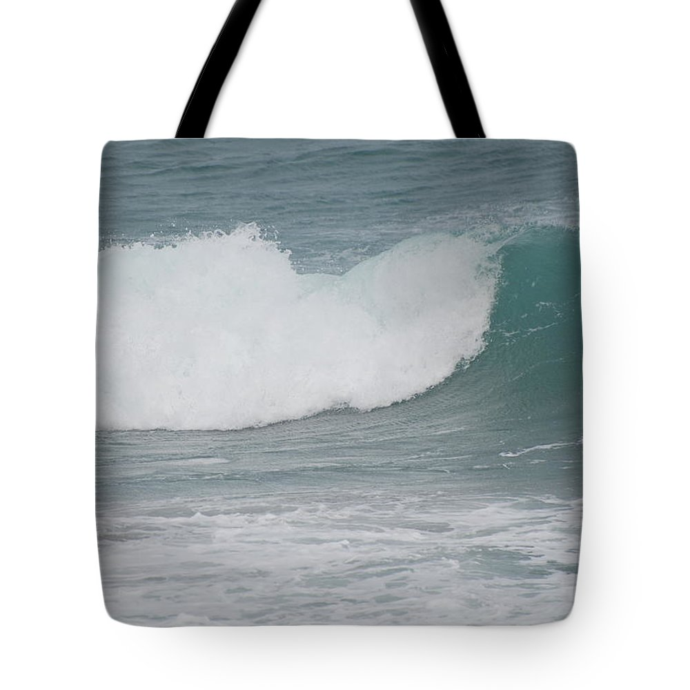 Green Tote Bag featuring the photograph Fin Wave by Rob Hans