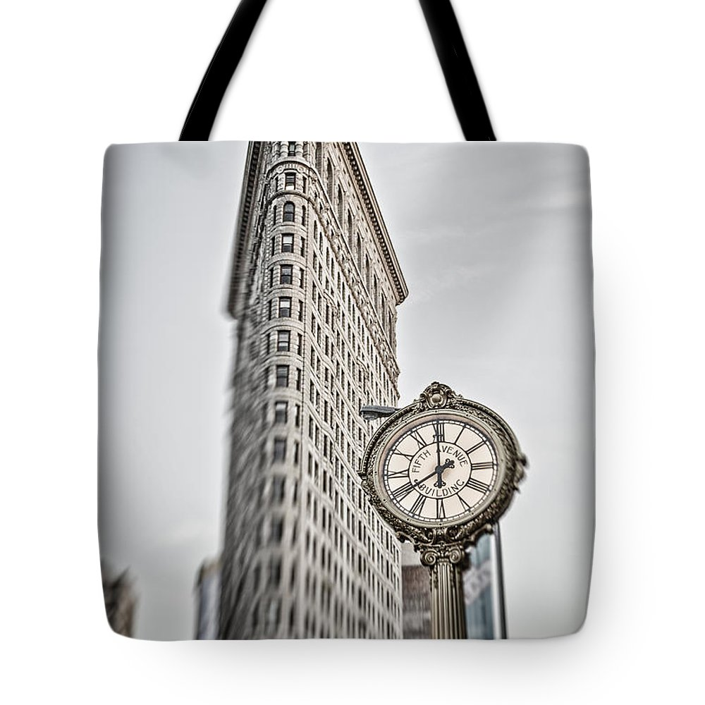 5th Avenue Tote Bag featuring the photograph Flat Iron building by Juergen Held