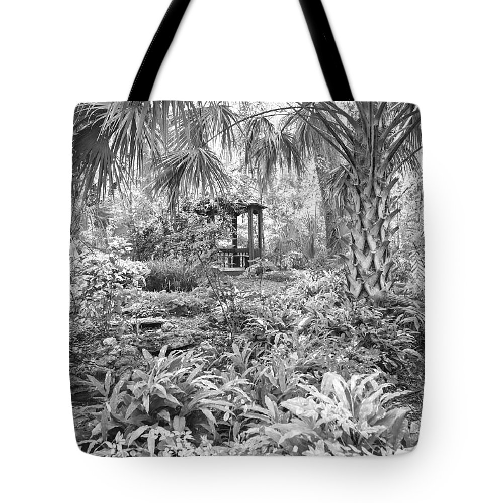 Garden Tote Bag featuring the photograph Florida Garden Scene_009 by Pat Canova