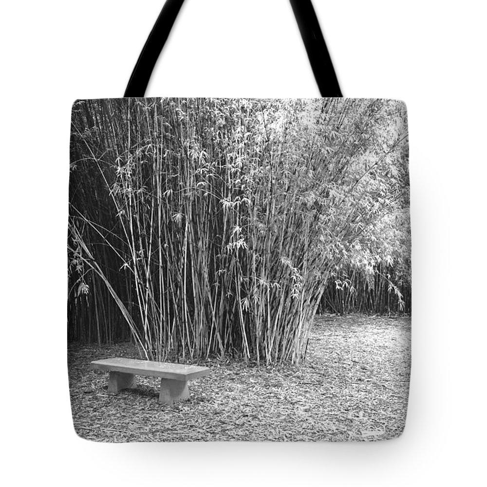 Garden Tote Bag featuring the photograph Florida Garden Scene_010 by Pat Canova