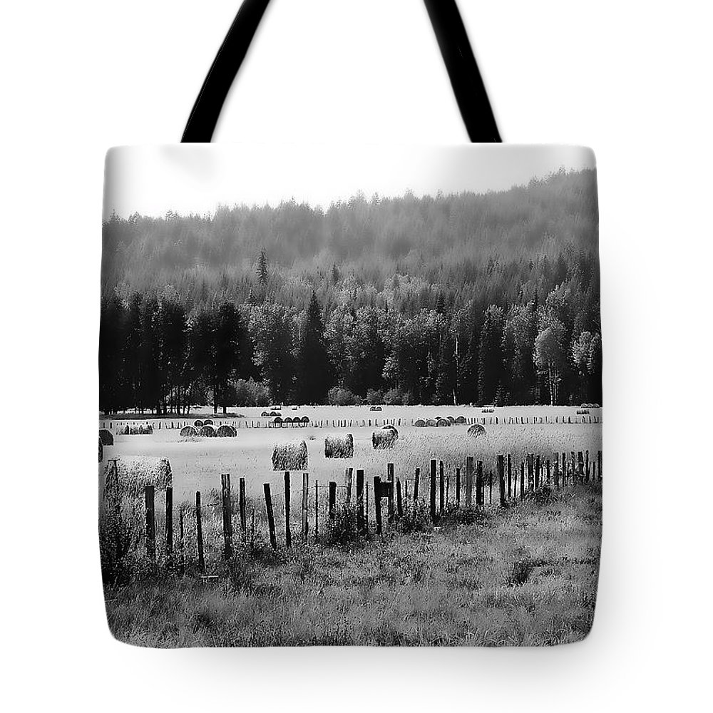 Priest Lake Tote Bag featuring the photograph Foggy Morning by David Patterson