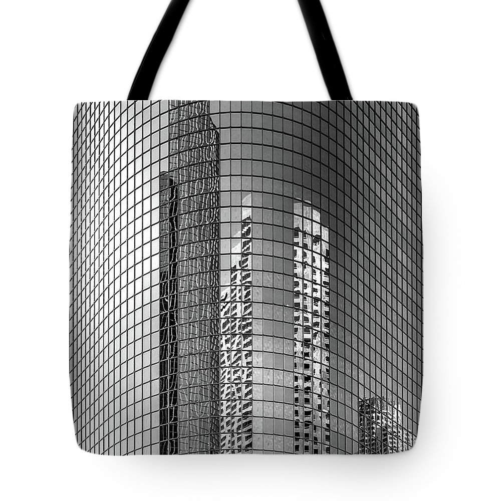 Los Angeles Tote Bag featuring the photograph Food Chain by Az Jackson