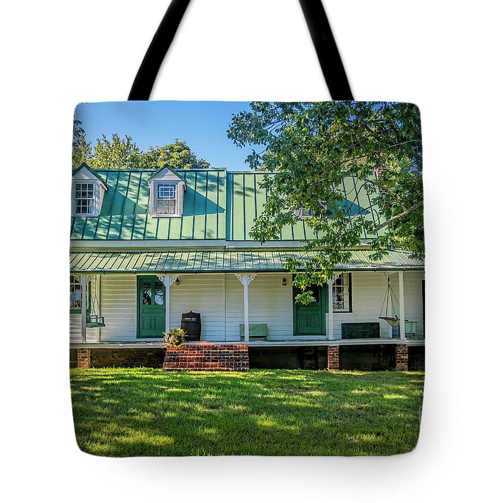 Fuqua Farm House Tote Bag featuring the photograph Fuqua Farm House 2526t by Doug Berry