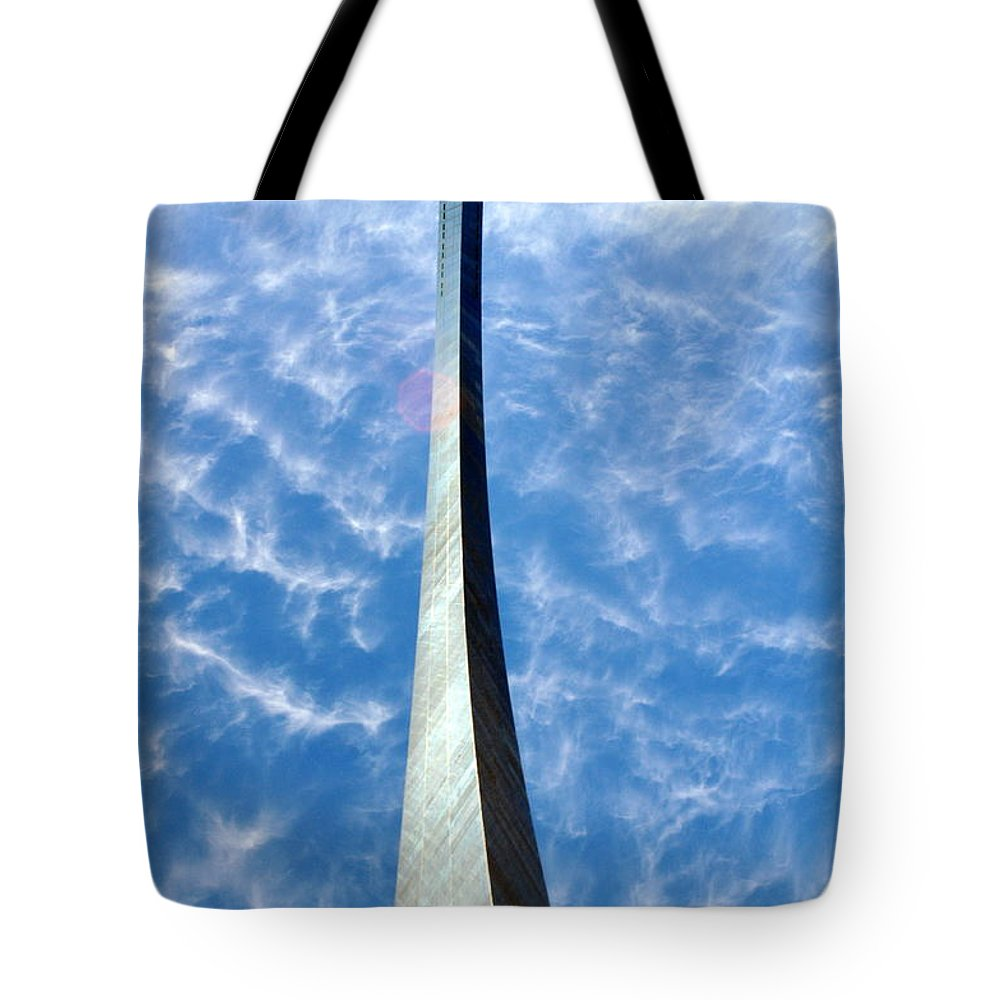 Gateway Arch Tote Bag featuring the photograph Gateway Arch 4 by Marty Koch