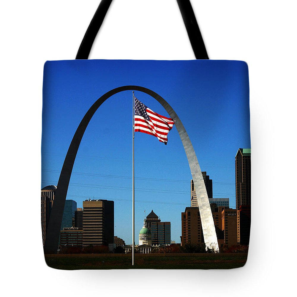 Arch Tote Bag featuring the photograph Gateway To The West by Anthony Jones