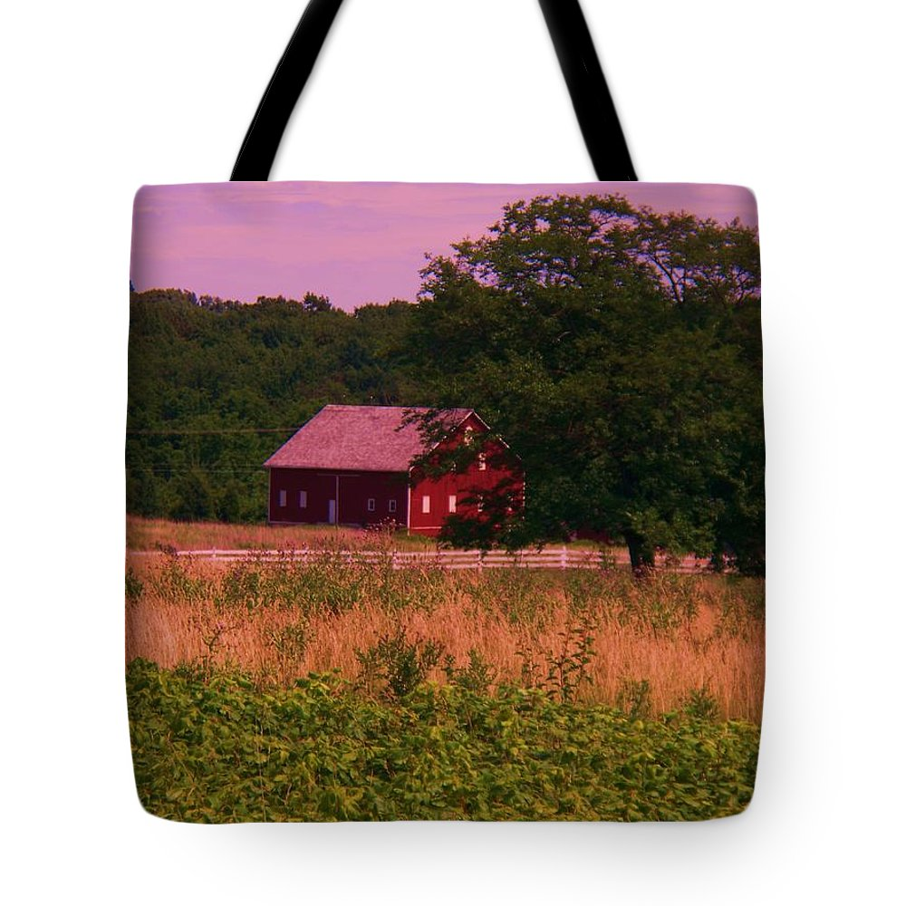 Gettysburg Tote Bag featuring the photograph Gettysburg Barn by Eric Schiabor