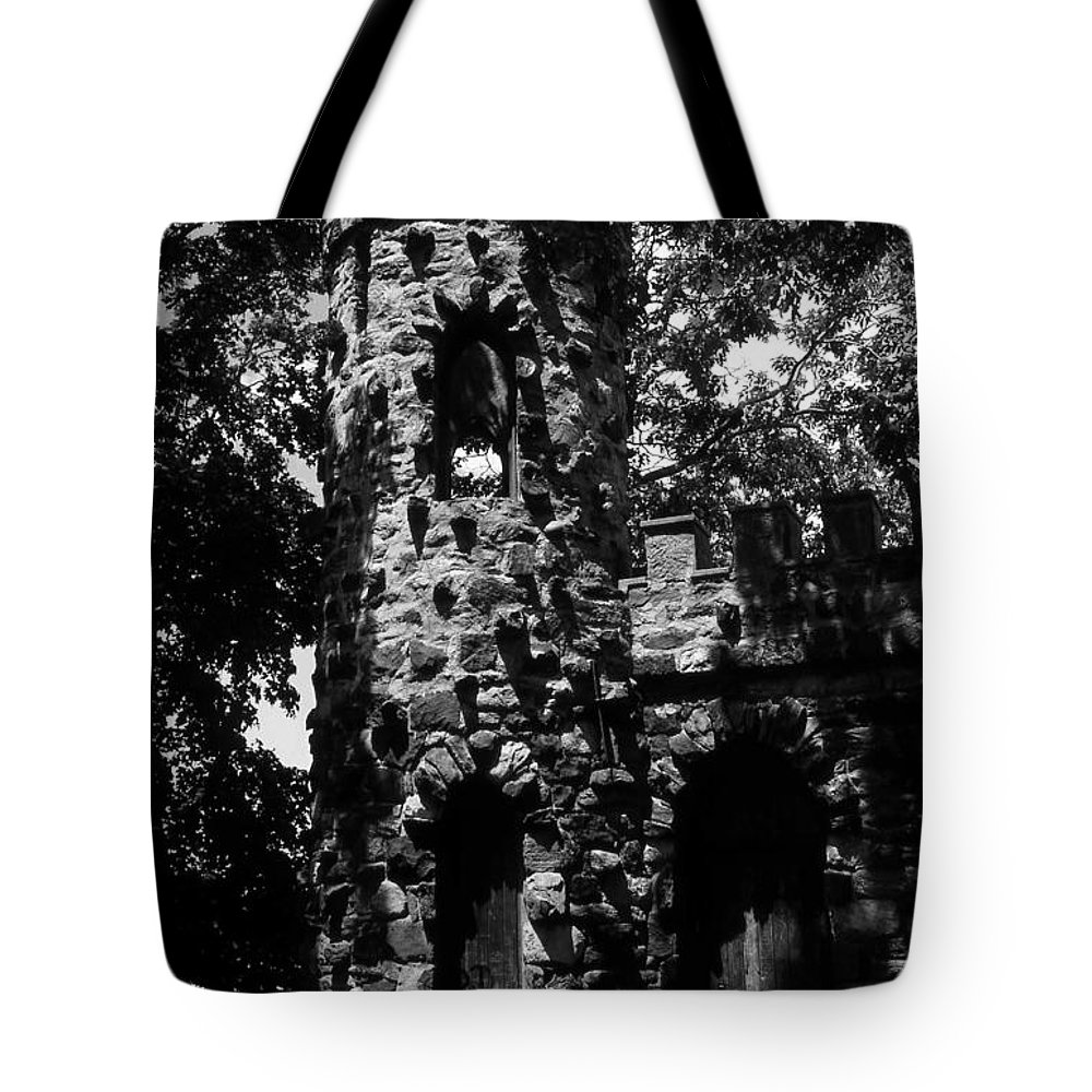 Castle Tote Bag featuring the photograph Glen Island Castle by Richard Rizzo