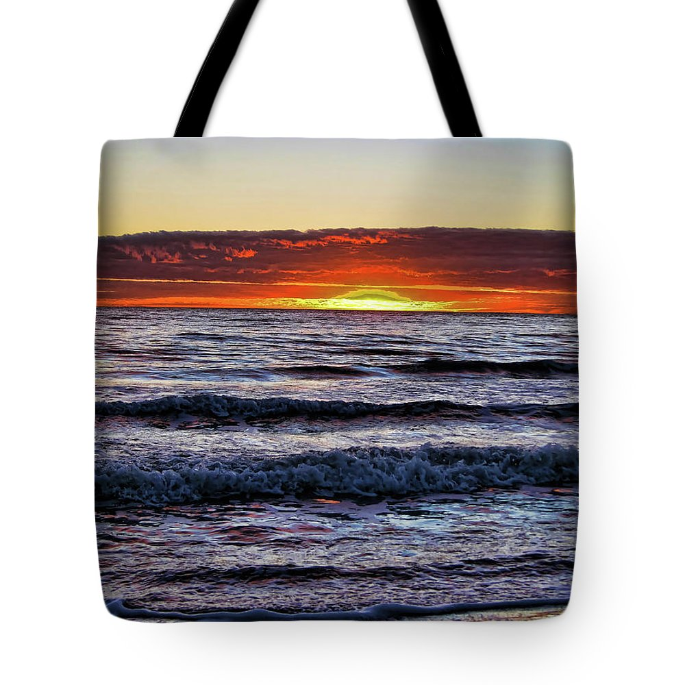 Sunset Tote Bag featuring the photograph Glorious Sunset by Douglas Barnard