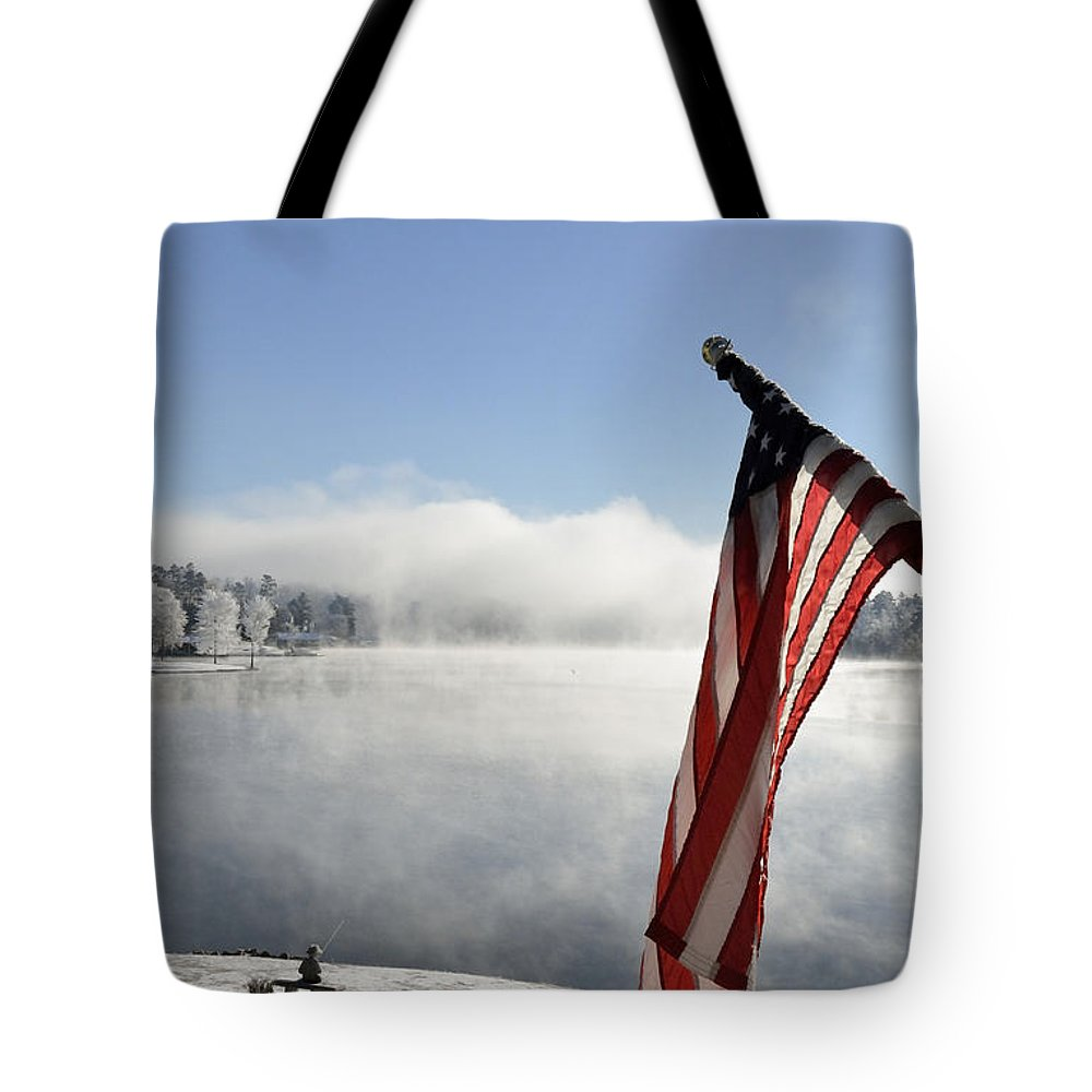 Winter Scene Tote Bag featuring the photograph Glorious Winter Day by Glenda Ward
