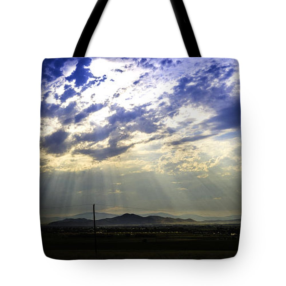 Corpuscular Rays Tote Bag featuring the photograph Golden Rays by Tory Stephens