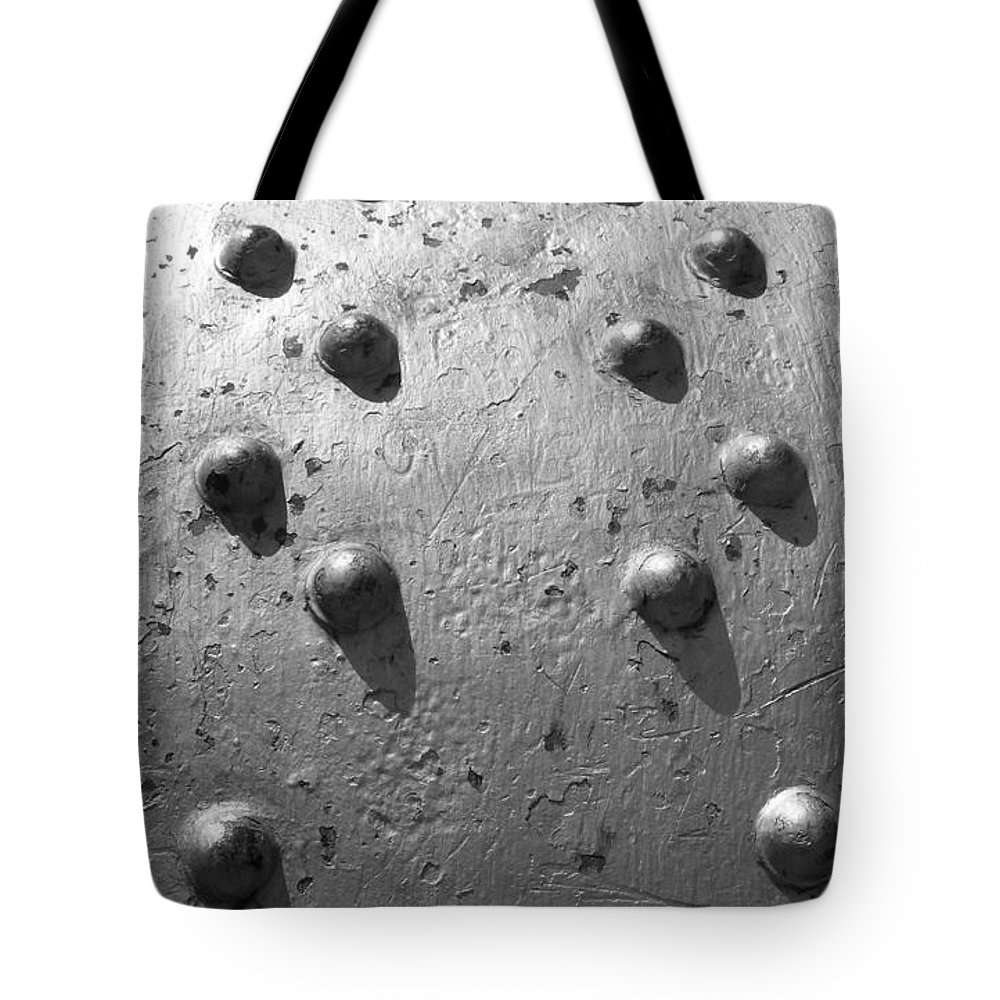 Goose Bumps Tote Bag featuring the photograph Goose Bumps by Ed Smith