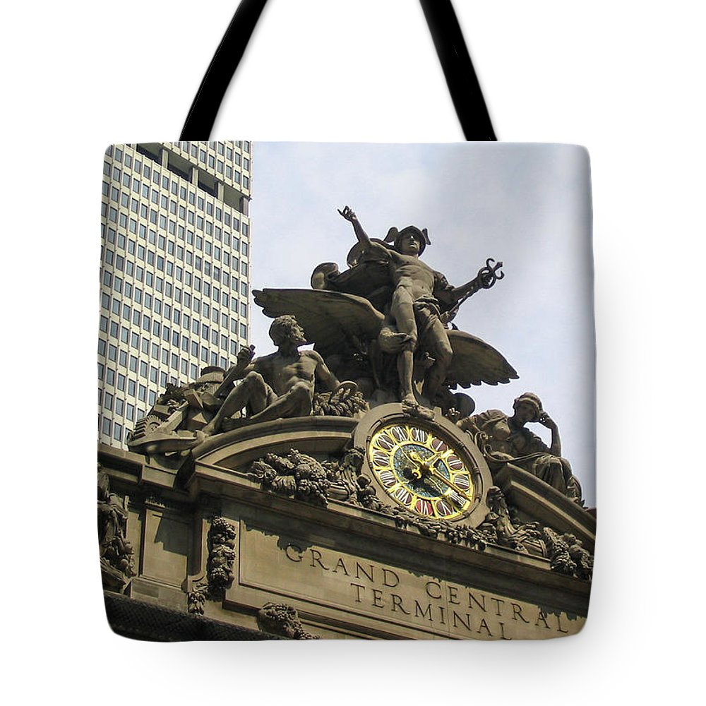 New York City Tote Bag featuring the photograph Grand Central Station by Dave Thompsen