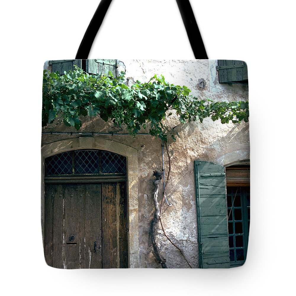 Grapevine Tote Bag featuring the photograph Grapevine by Flavia Westerwelle