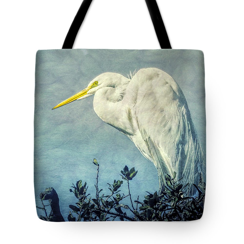 Waterfowl Tote Bag featuring the photograph Great Egret by Susan Grube