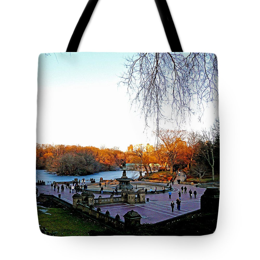 Monument Tote Bag featuring the photograph Hangin' At Bethesda Fountain by Kendall Eutemey