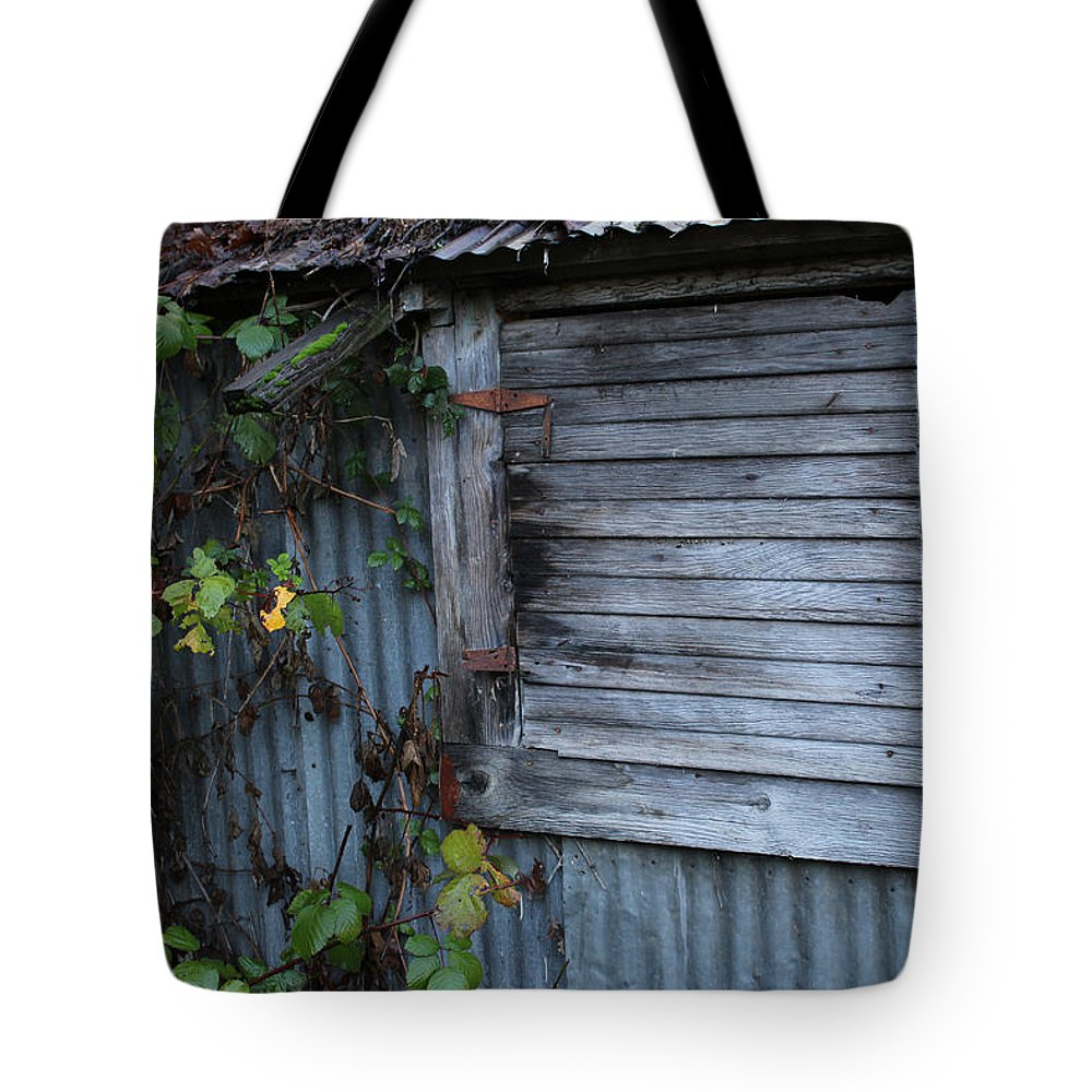 Hangtown Tote Bag featuring the photograph Hangtown Shed by Clyde Dellinger