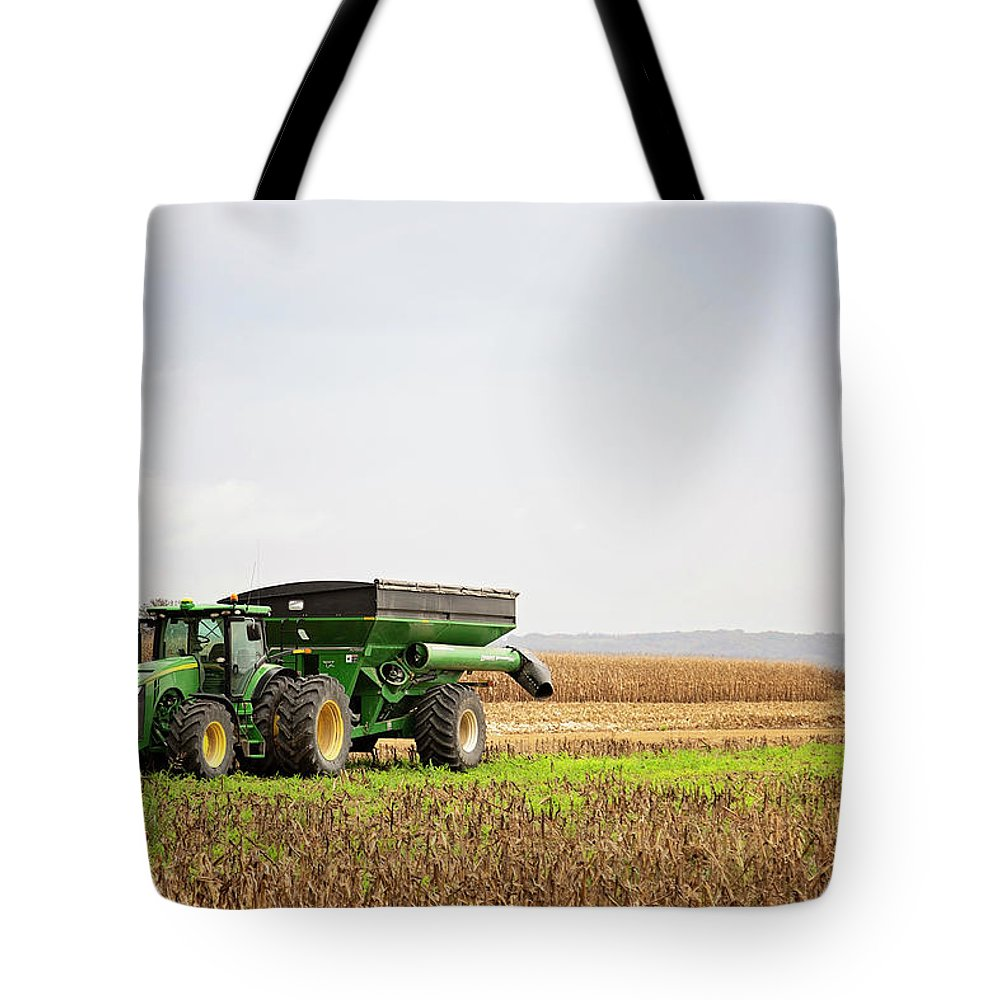 Field Tote Bag featuring the photograph Harvest Time by Elizabeth Wilson
