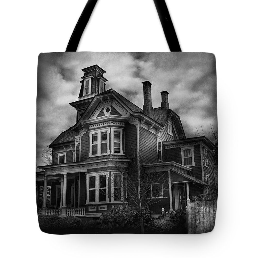 Hdr Tote Bag featuring the photograph Haunted - Flemington Nj - Spooky Town by Mike Savad