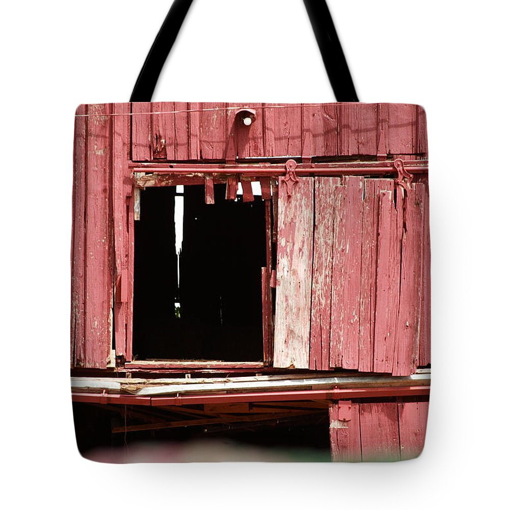 Barn Tote Bag featuring the photograph Heritage Barn by Toni Hopper